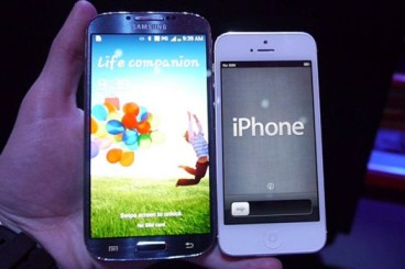 Samsung-Galaxy-S4-vs-iPhone